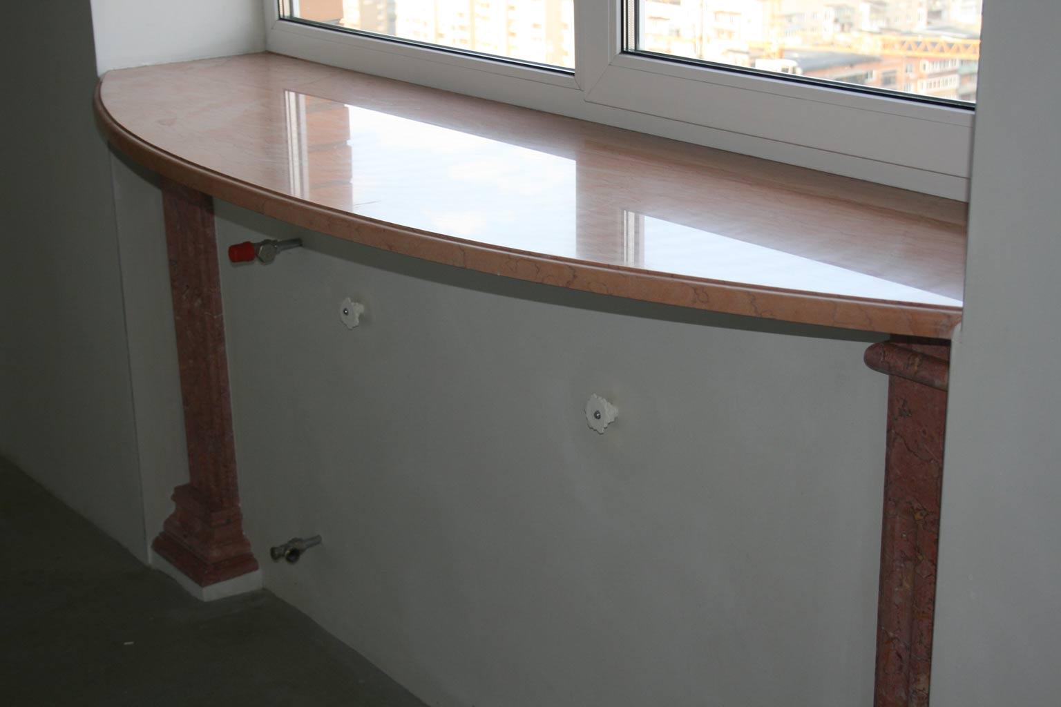 Правильное размещение стола в маленькой кухне, разновидности.